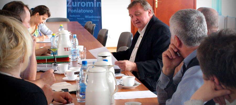 Dyrektor Tomasz Ogrodowczyk poproszony został na rozmowę z komisją oświaty na temat liczebności dzieci w jego szkole