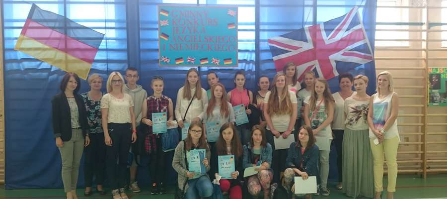 Uczestnicy konkursu we wspólnej fotografii