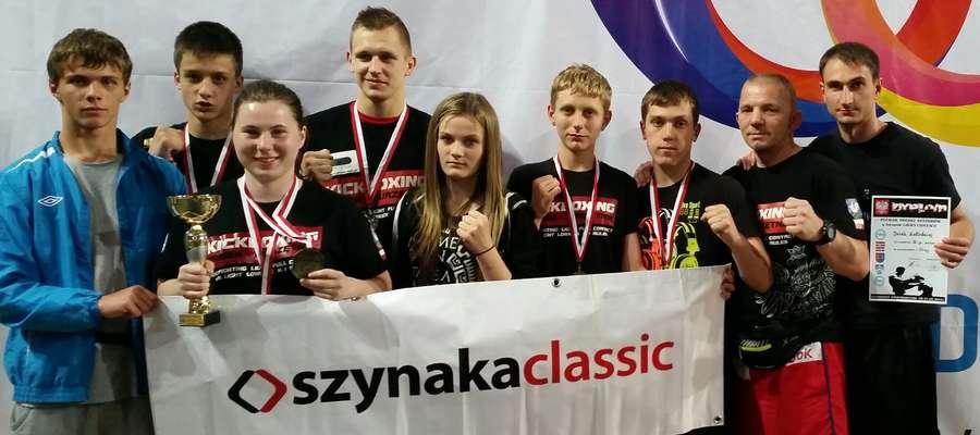 Pamiątkowe zdjęcie Zamkowców i Olimpijczyków