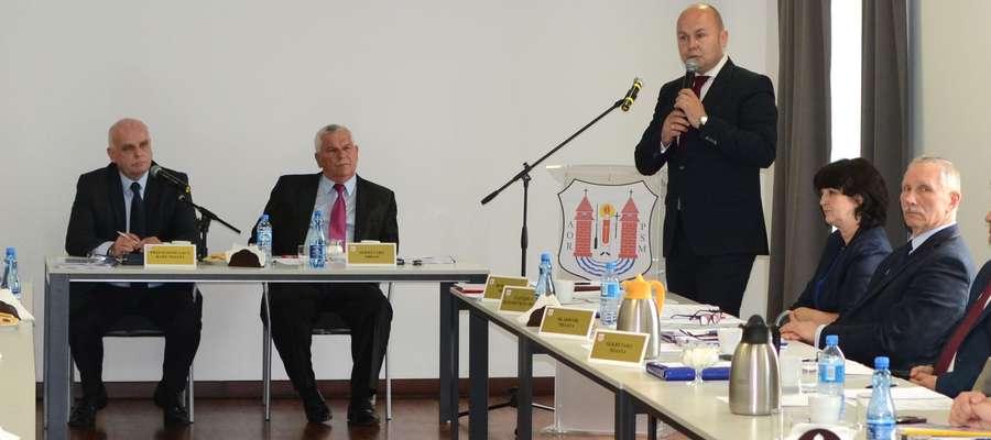 Do słów radnego odniósł się przewodniczący rady Leszek Ośliźlok i burmistrz Sławomir Kowalewski