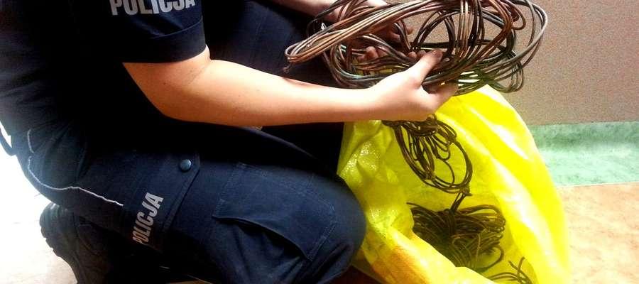 Część kabla, którą odzyskali policjanci