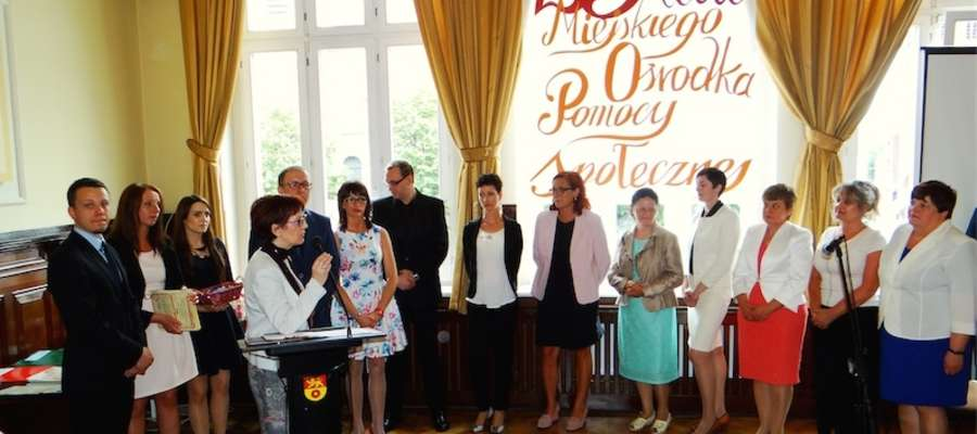 Elżbieta Rogowska mówi do pracowników ośrodka
