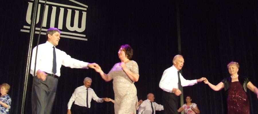 Pokaz tańca towarzyskiego w wykonaniu słuchaczy OUTW