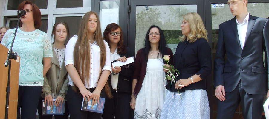 Uczniowie ZSZ nr 4 odbierają zasłużone nagrody za wybitne osiagnięcia
