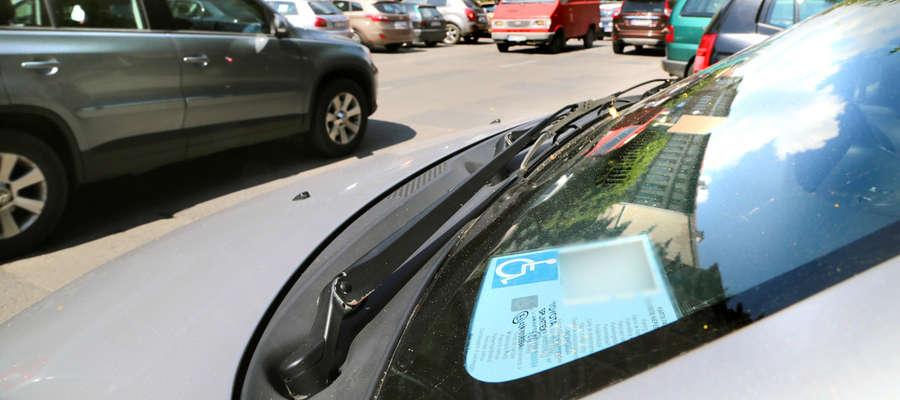 Od dziś obowiązują tylko nowe karty parkingowe, nawet te bezterminowe są nieważne