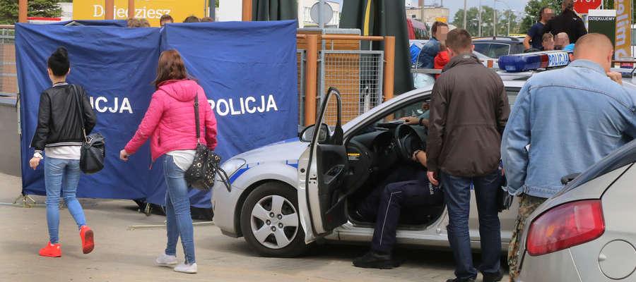 Nikt nie zwrócił uwagi na mężczyznę, który osunął się na ziemię przy ul. Dworcowej w Olsztynie, oprócz dwóch kobiet