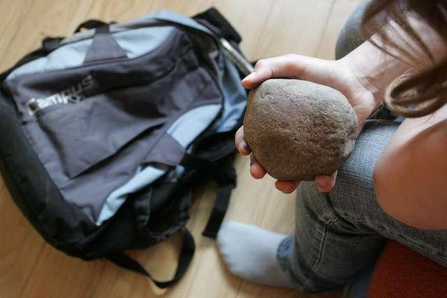 Co drugi uczeń podstawówki nosi zbyt ciężki plecak - full image