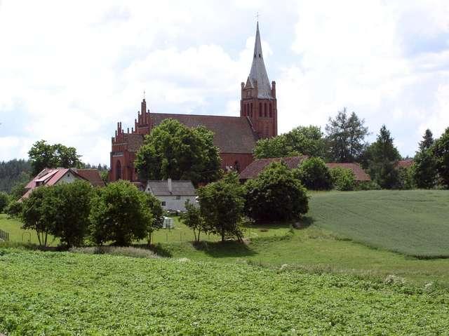 Neogotycki kościół  - full image