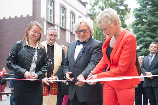 Ewa Błaszczyk i prof. Wojciech Maksymowicz otwierają nowe Laboratorium Medycyny Regeneracyjnej - full image