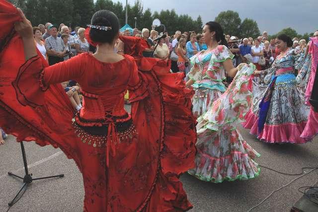 Gypsy Carnaval – Muzyka i Taniec Romów: Koncert grupy Hitano i gości - full image