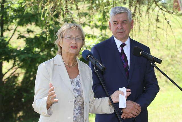 Minister nauki i szkolnictwa wyższego Lena Kolarska-Bobińska i prof. Ryszard Górecki, rektor UWM - full image