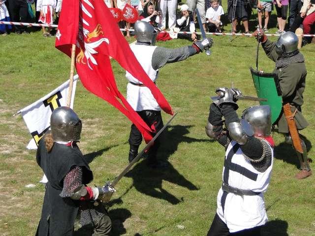 Oblężenie zamku i rycerska biesiada - full image