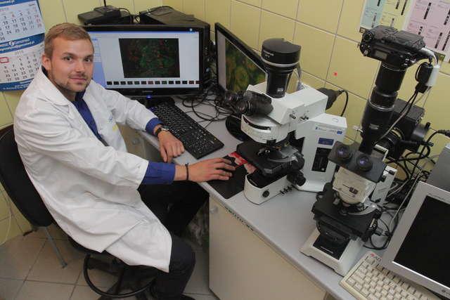 Tomasz Ślężak z Wydziału Biologii i Biotechnologii UWM otrzymał prestiżowe stypendium Fullbrighta  - full image