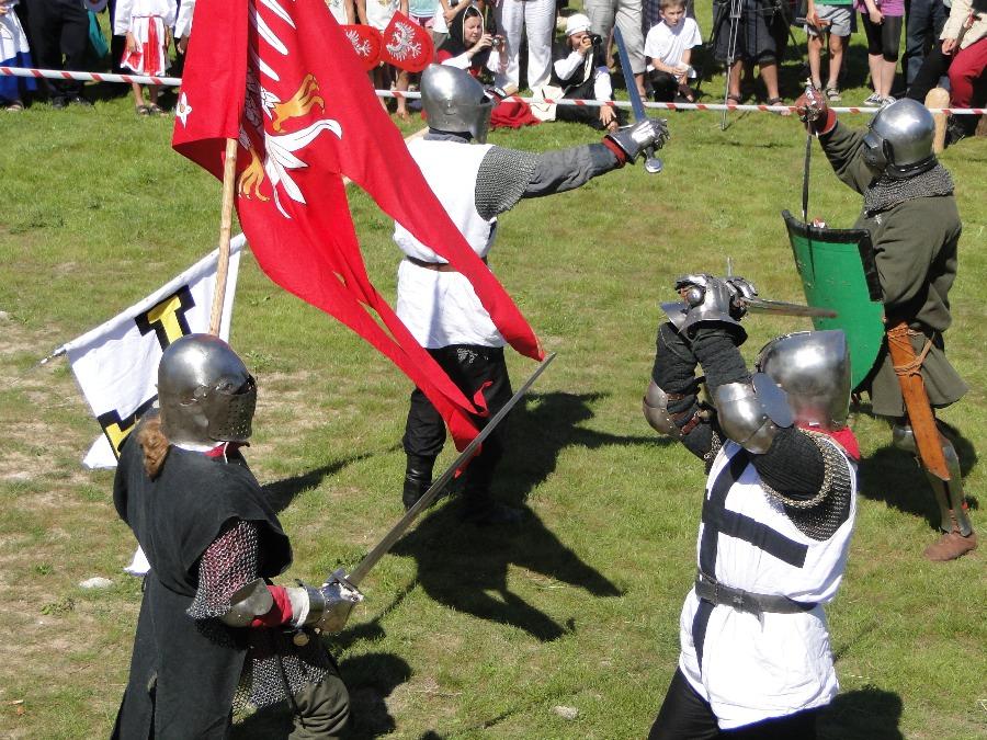 Oblężenie zamku i rycerska biesiada