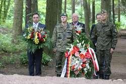 Niemieccy i polscy żołnierze porządkowali cmentarz w Zimnej Wodzie