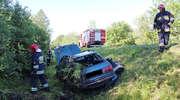 Audi wpadło do rowu i dachowało. Wypadek na drodze krajowej 54