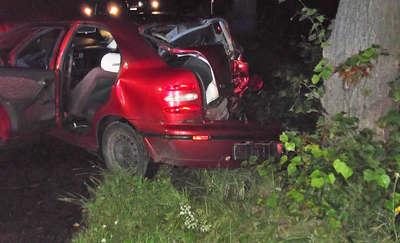 Fiat uderzył w drzewo. Nocny wypadek pod Fromborkiem