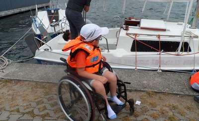 Niepełnosprawne dzieci żeglują po Czosie
