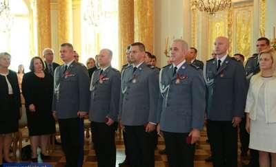 Bohaterski policjant odznaczony Krzyżem Zasługi za Dzielność