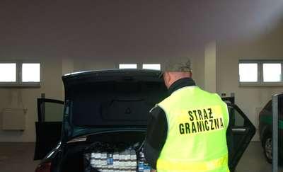 Taksówkarz chciał dorobić, więc woził papierosy z przemytu
