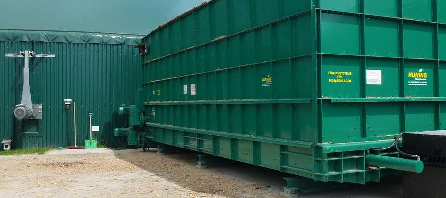 Kontener załadowczy substratu do komory fermentacyjnej w biogazowni w Rybołach koło Białegostoku