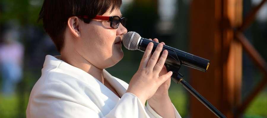 Sylwia Pogwizd podczas występu w parku