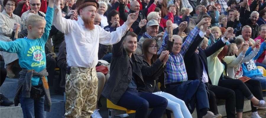 Kabaret Dworski też rozbawiał publiczność w Bratianie