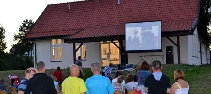 Wstęp do kina letniego pod chmurką w Gadach jest wolny
