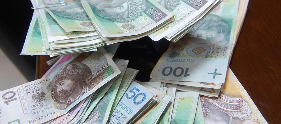 46 milionerów uzyskało swój dochód z prowadzonej działalności gospodarczej, a tylko jeden z pracy na etacie.