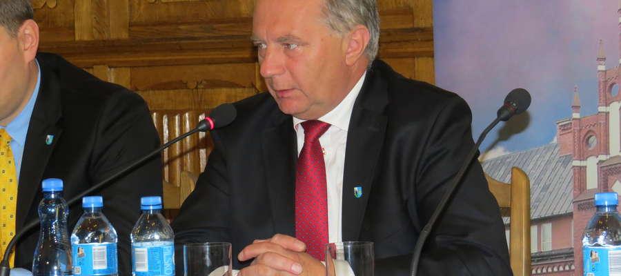 Losy Ryszarda Niedziółki na stanowisku starosty ważą się już po raz czwarty.