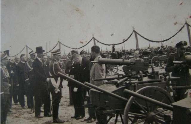 Zniszczony celowo wiadukt w Nowym Mieście, by uniemożliwić ruch wojsk niemieckich - full image
