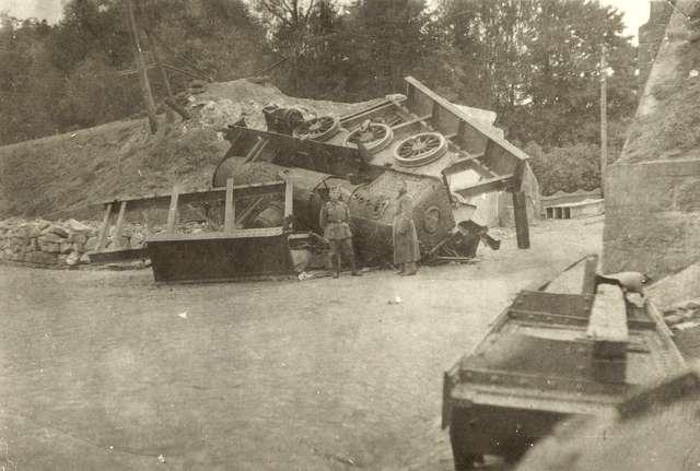 Zniszczony celowo wiadukt w Nowym Mieście, by uniemożliwić ruch wojsk niemieckich