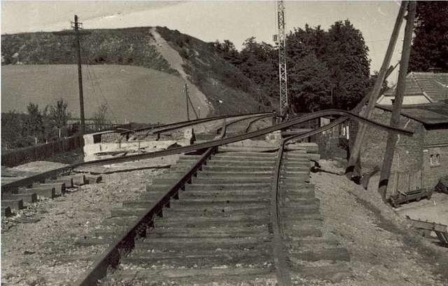 Zerwane w 1939 roku tory kolejowe w Nowym Mieście