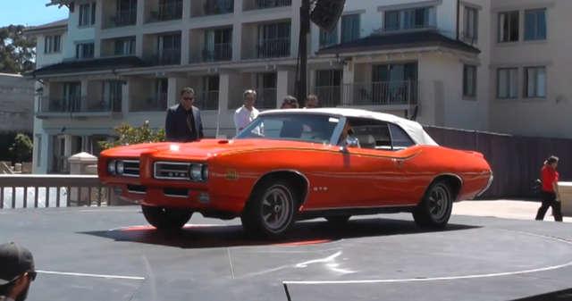 Na ekskluzywnej aukcji można były wylicytować auta takie jak m.in. Ford Thunderbirds, Porsche Carreras czy Chevrolet Corvettes. - full image