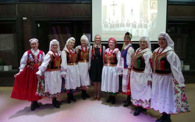 Zespół wokalny Czerwone Jagody przyjechał do Mrągowa z Minusińska na dalekiej Syberii - full image