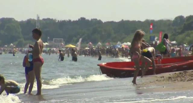 Zakaz kąpieli w Bałtyku obowiązuje od Rewy do Brzeźna. - full image