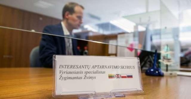 Wilno. Urzędnik przedstawi się po litewsku, odpowie po polsku - full image