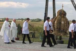 Parafialne dożynkowe świętowanie w Trzcinie