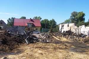 Spłonęło siedem budynków gospodarczych w trzech sąsiadujących gospodarstwach