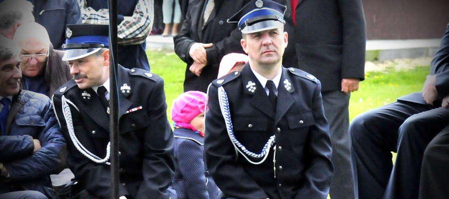 Wójt Jacek Grzybicki należy do Ochotniczej Straży Pożarnej. Na zdęciu podczas uroczystości jubileuszowych w Będzyminie