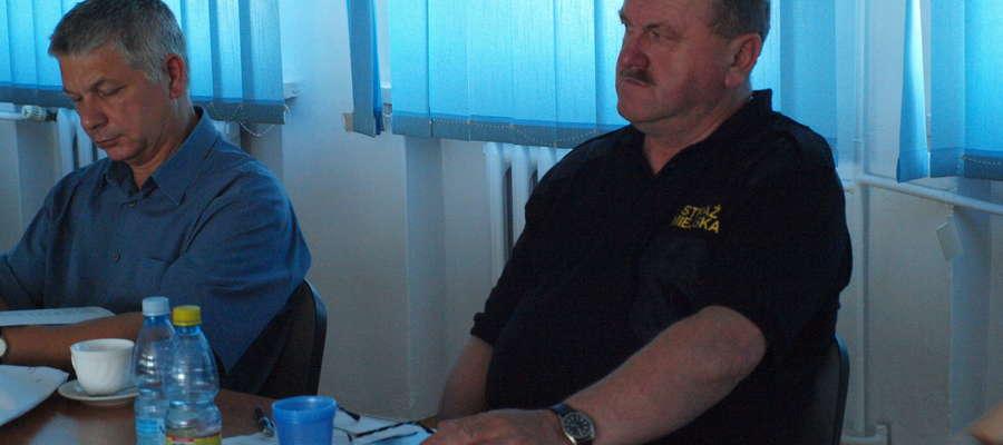 . Na Komisji i na sesji był obecny komendant Straży Miejskiej Wacław Chęciński. Przysłuchiwał się jedynie dyskusji. Zapewne czekał na decyzję. Głosu jednak nie zabrał