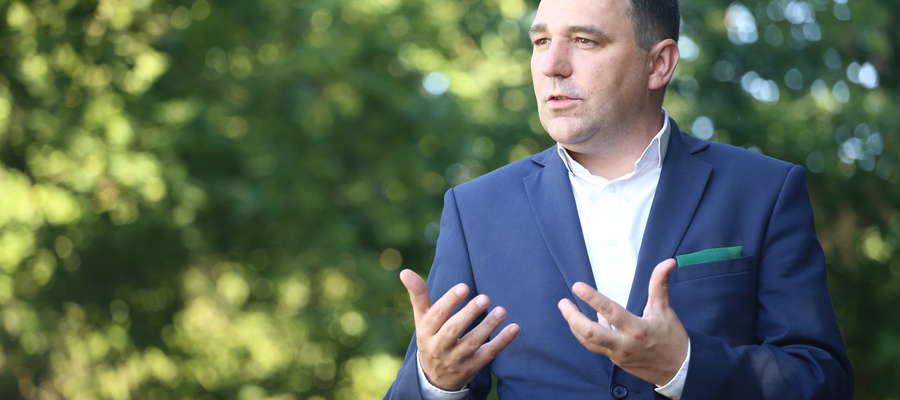 Tomasz Makowski: Mój pierwszy zawód to mechanik pojazdów samochodowych. W zakładzie transportu mięsnego naprawiałem stare żuki i stary.