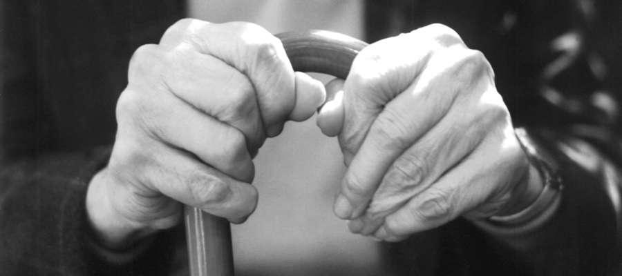 Starsza osoba znów dała się podejść oszustom, którzy tym razem podawali się za pracowników spółdzielni mieszkaniowej