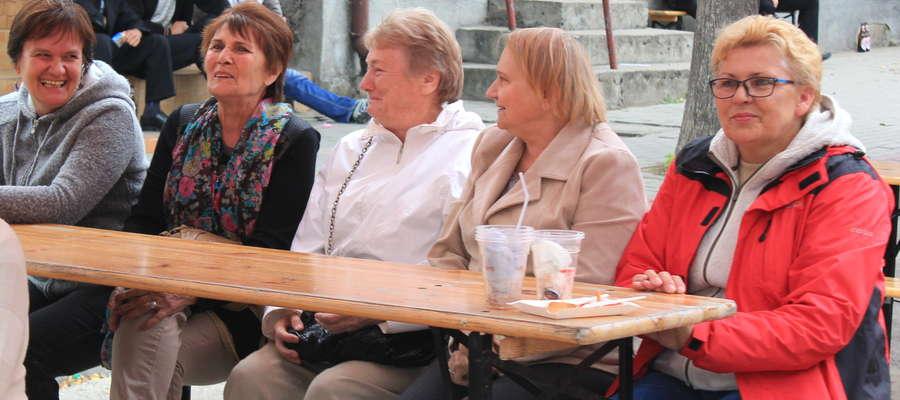 """Seniorki z """"Kwiatu Jesieni"""" w Szreńsku zapowiadają wspaniałą zabawę"""