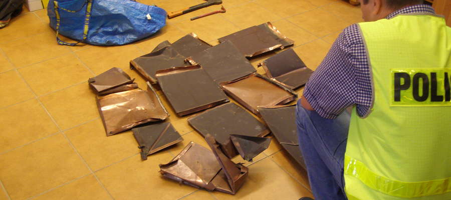 Sprawcy okradli kaplice z miedzianych elementów połaci dachowych z drogi krzyżowej w Gietrzwałdzie.