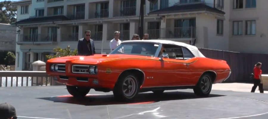 Na ekskluzywnej aukcji można były wylicytować auta takie jak m.in. Ford Thunderbirds, Porsche Carreras czy Chevrolet Corvettes.
