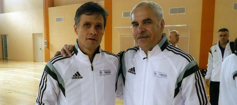 Andrzej Bianga (z prawej) razem z Roberto Menichellim, trenerem reprezentacji Włoch, która jest aktualnym mistrzem Europy w piłce nożnej halowej