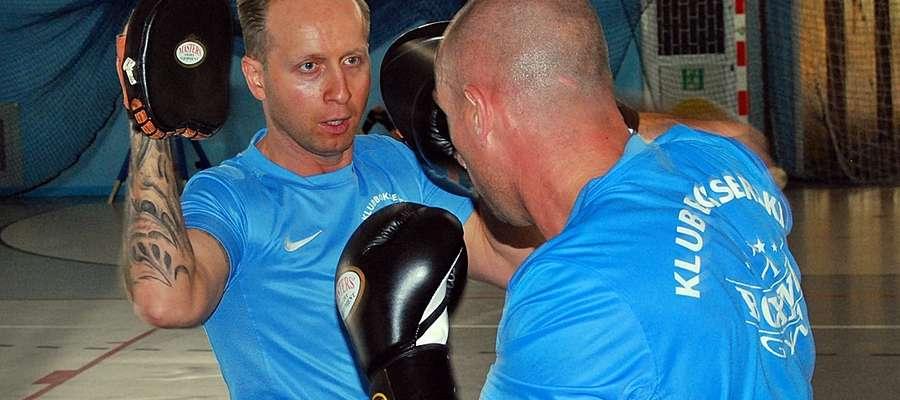 Trener Krzysztof Macharzewski w swoim żywiole. Wakacyjny obóz w Sochocinie zorganizował już po raz drugi