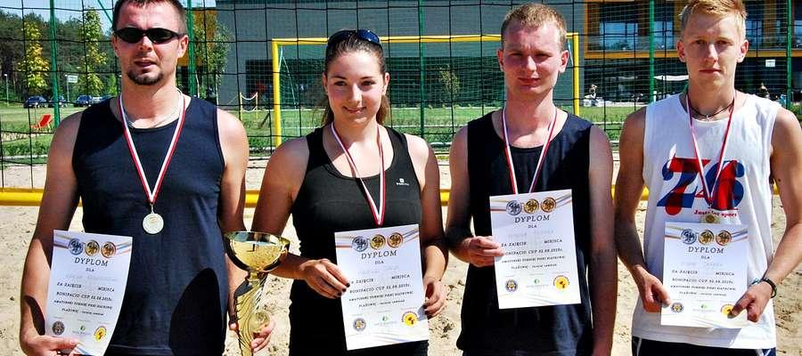 Zwycięzcy niedzielnego turnieju siatkówki plażowej, ekipa Nasielsk/Nowe Miasto