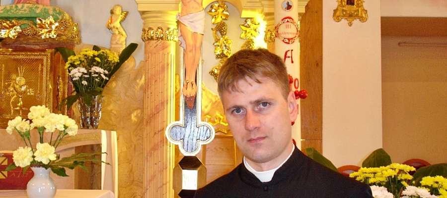 Przychodzący do Płońska ks. Radosław Dąbrowski ma 34 lata. Święcenia przyjął w Płocku w 2006 roku